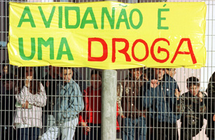PORTUGUESE HIGH SCHOOL STUDENTS STAND AGAINST DRUGS