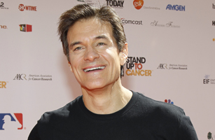 """Television show host Dr. Oz poses at the """"Stand Up To Cancer"""" television event in Culver City, California"""