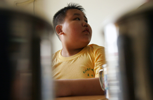 Clinic In Wuhan Treats Obese Teenagers With Acupuncture