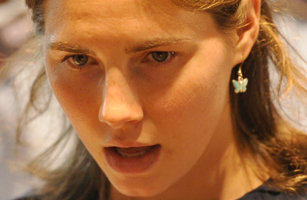 US Amanda Knox takes place in court at t