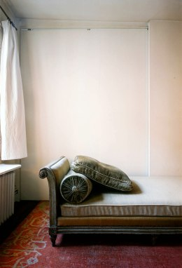 image: A sofa in a psychoanalyst's office, Paris, France.